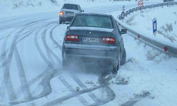 جاده های 9 استان کشور برفی و بارانی است