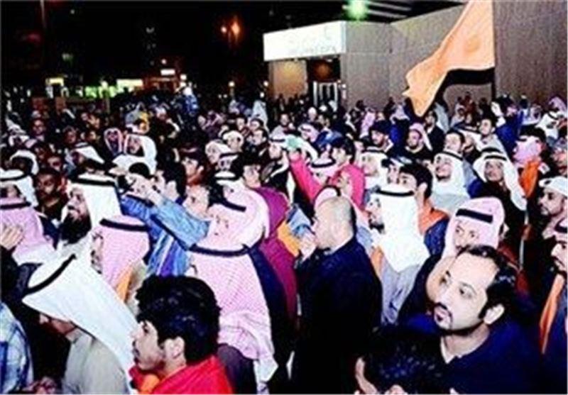 تجمع مخالفان دولت کویت در برابر مجلس