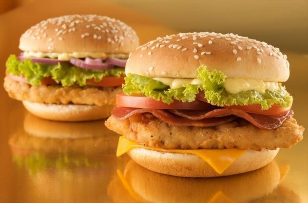 طرز تهیه همبرگر مرغ خانگی به دو روش چرخ نموده و تکه ای